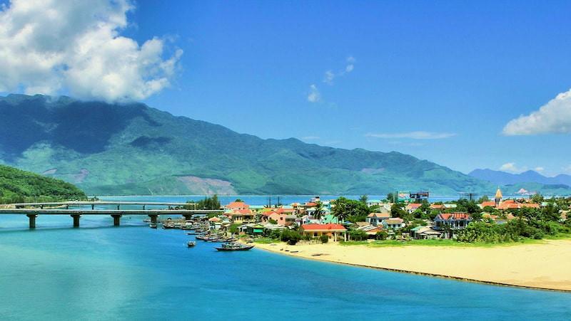 4 vịnh biển ấn tượng du khách ở Việt Nam